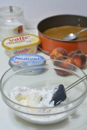 amalgamare la ricotta con la philapelphia aggiungendo lo zucchero a velo