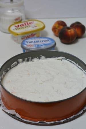 versare il tutto sulla base di biscotto e far riposare in frigo per circa 3 ore