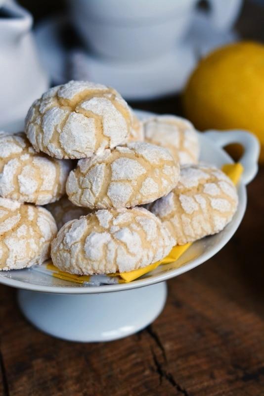 lasciar raffreddare i biscotti su una gretella per dolci