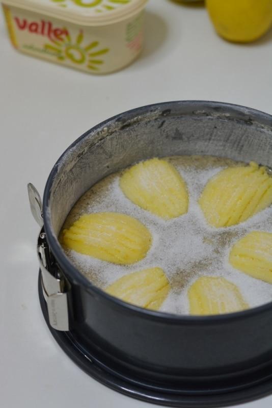 ricoprire di zucchero semolato (1 cucchiaio abbondante)