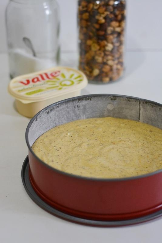 versare il composto in uno stampo da 26 cm imburrato ed infarinato. Lasciate cuocere per circa 40min.