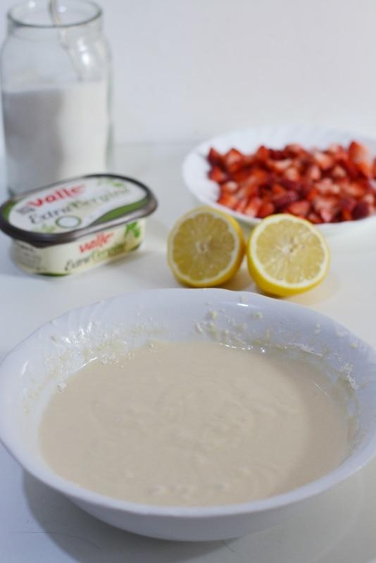 amalgamare gli ingredienti aggiungendo latte, Vallé e zucchero