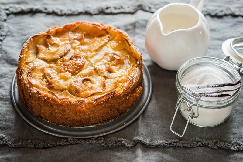 Torta di mele al latte e vaniglia