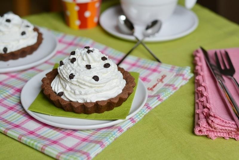 Crostatine al cacao con mousse di ricotta