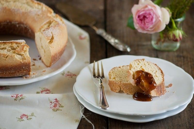 Pan dolce con confettura di susine e marsala