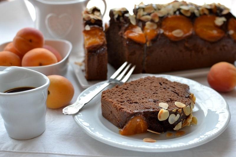 Plumcake albicocche, cioccolato e caffè