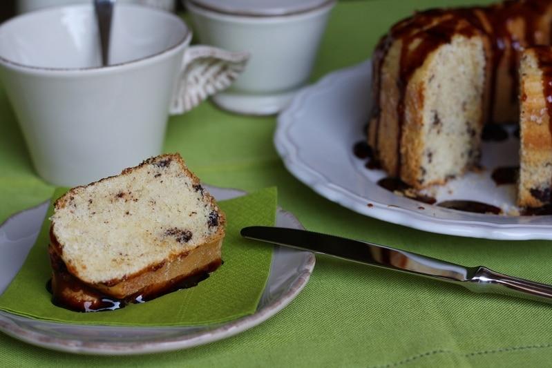 Ciambella ciocco-vaniglia glassata al caramello