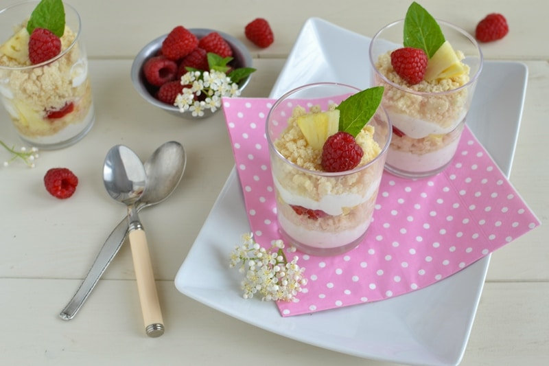 Bicchierini yogurt, frutta e crumble