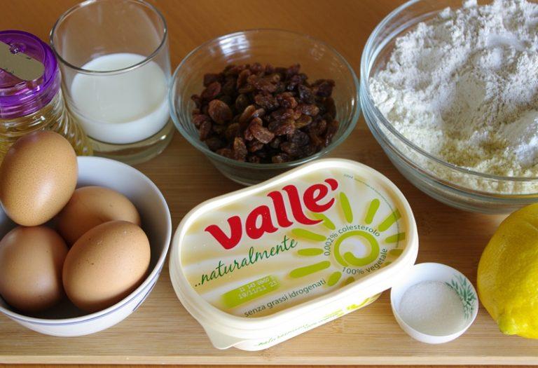 ingredienti.<br /> Setacciare in una ciotola la farina, la farina integrale, il sale ed il lievito, aggiungere la farina di mandorle e mescolare.
