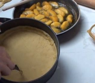 crostata-alle-pesche-e-moscato-8.jpg