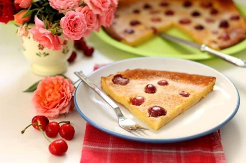 Clafoutis alle ciliegie e panna