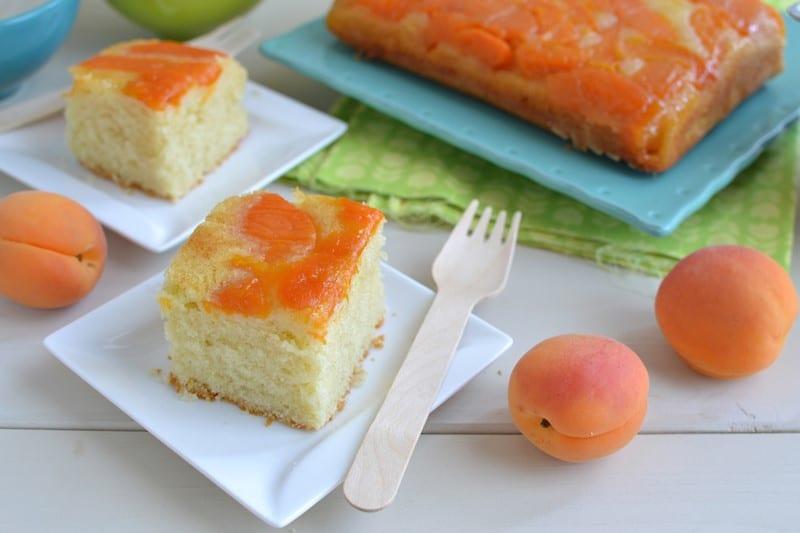 Torta rovesciata con albicocche caramellate