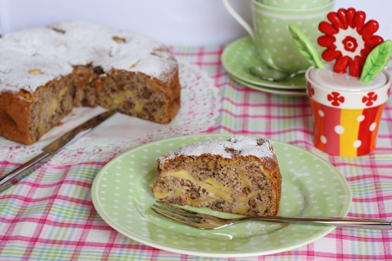 Torta di mele e noci al grano saraceno