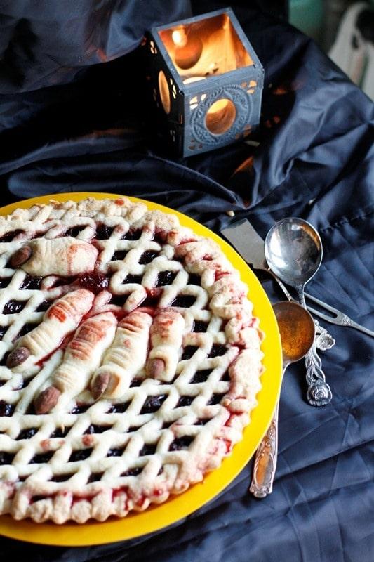 Crostata con sangue di amarene stregate