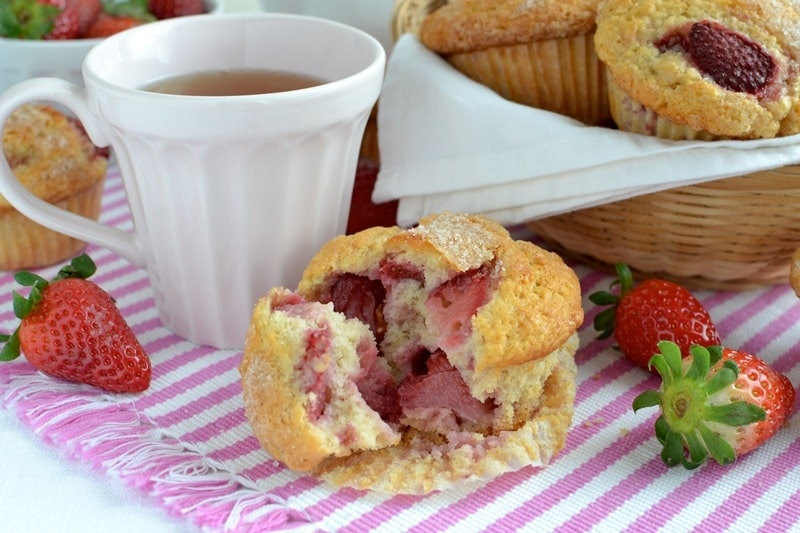 Muffins yogurt, fragole e cannella