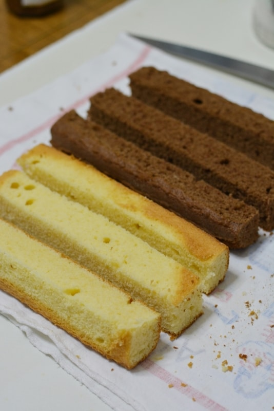 dividere entrambi in plumcake in 3 parti uguali (come nella foto)