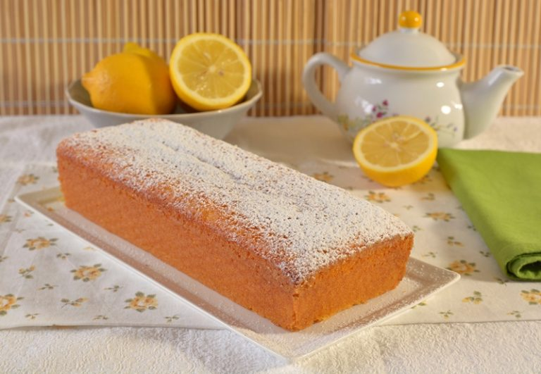 Cuocete per circa 30-40 minuti a 170°.<br /> Sfornate e dopo 5 minuti togliete il dolce dallo stampo e lasciatelo raffreddare su una gratella.