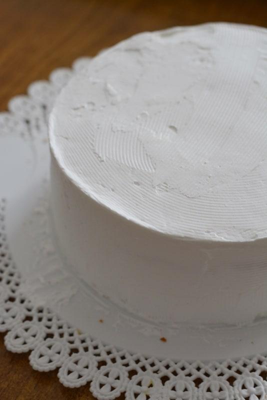 farcire la torta e ricoprirla con altra panna montata