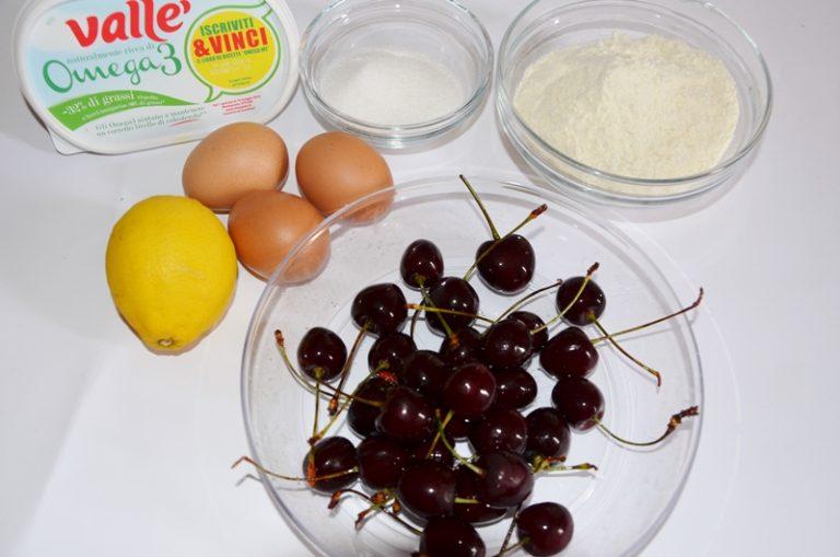 ingredienti. Snocciolate le ciliegie ed irrorarle di succo di limone