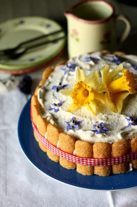 Decorare con fiori possibilmente di campo e un nastrino Buoni dolci da Anna-Gentile e da Vallé ♥