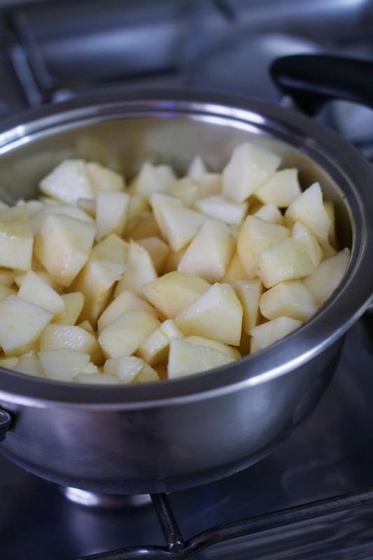 cuocere le pere con una noce di Vallé + burro e 100gr di zucchero