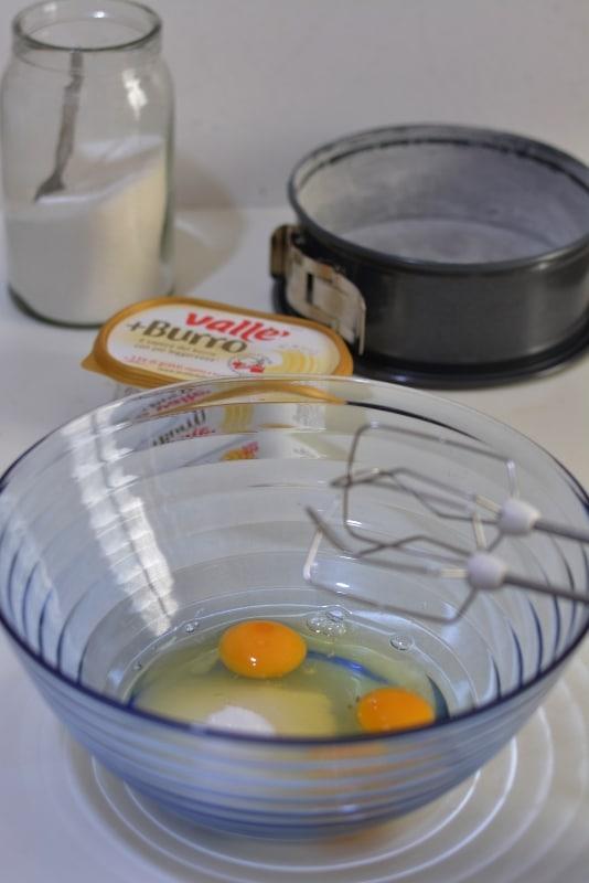 montare le uova con lo zucchero
