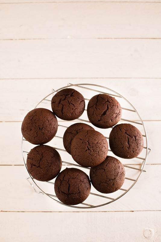 Infornate a 180° per circa 8/10 minuti a seconda della grandezza dei biscotti.