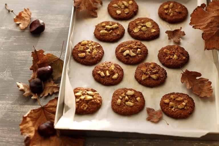 Cuocete in forno preriscaldato a 180°C per 20 minuti. Sfornate i cookies alle castagne e lasciateli raffreddare prima di gustarli o riporli in un contenitore ermetico, dove si conserveranno per una settimana.