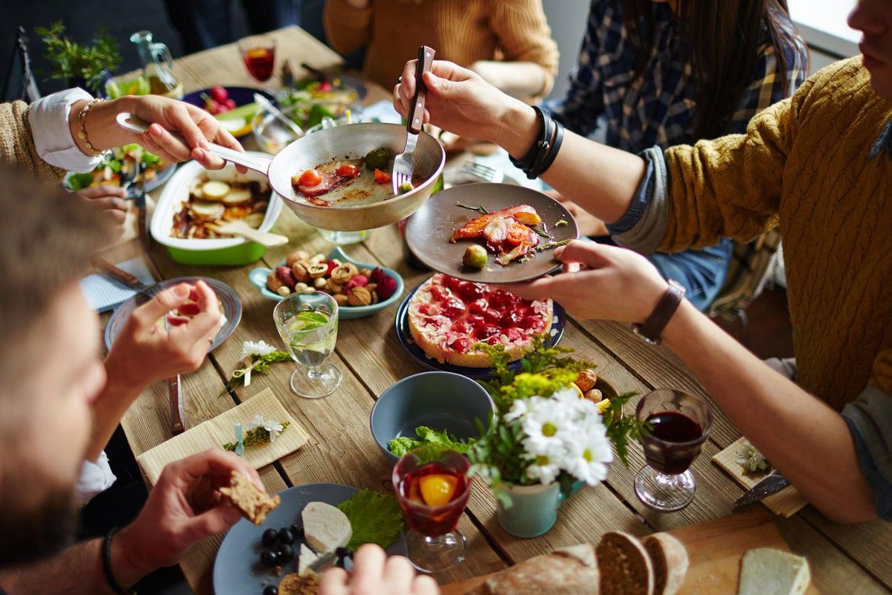 Cena tra amici: i momenti Vallé