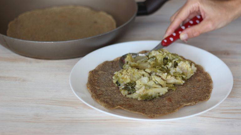 Farcite a piacere le crepes con verdure di stagione e una spolverata di semi di sesamo.