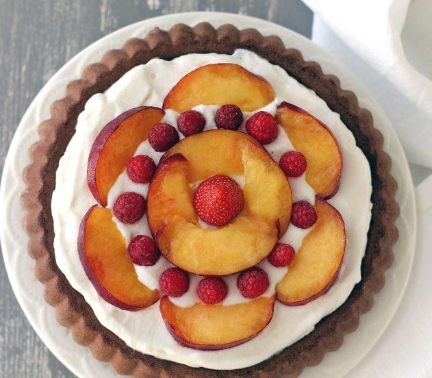 Crostata morbida al cacao, cocco e frutta fresca 5