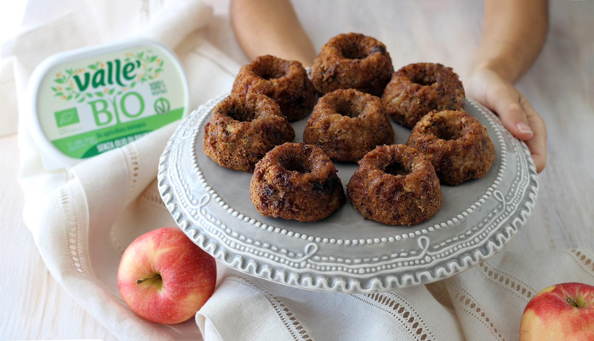 Bundt cakes alle mele , nocciole e cioccolato fondente