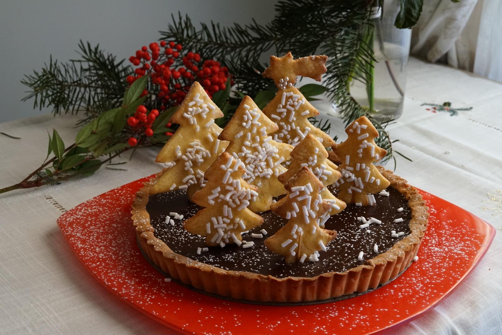 Crostata al cioccolato e arancia con alberelli di Natale