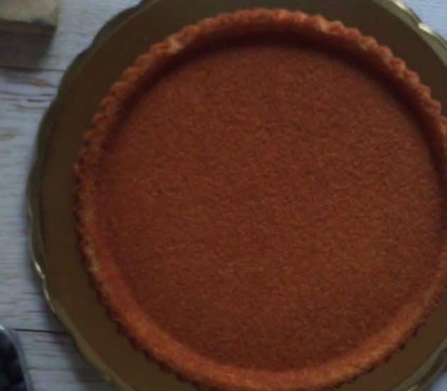 torta soffice con crema al limone e frutti rossi 1