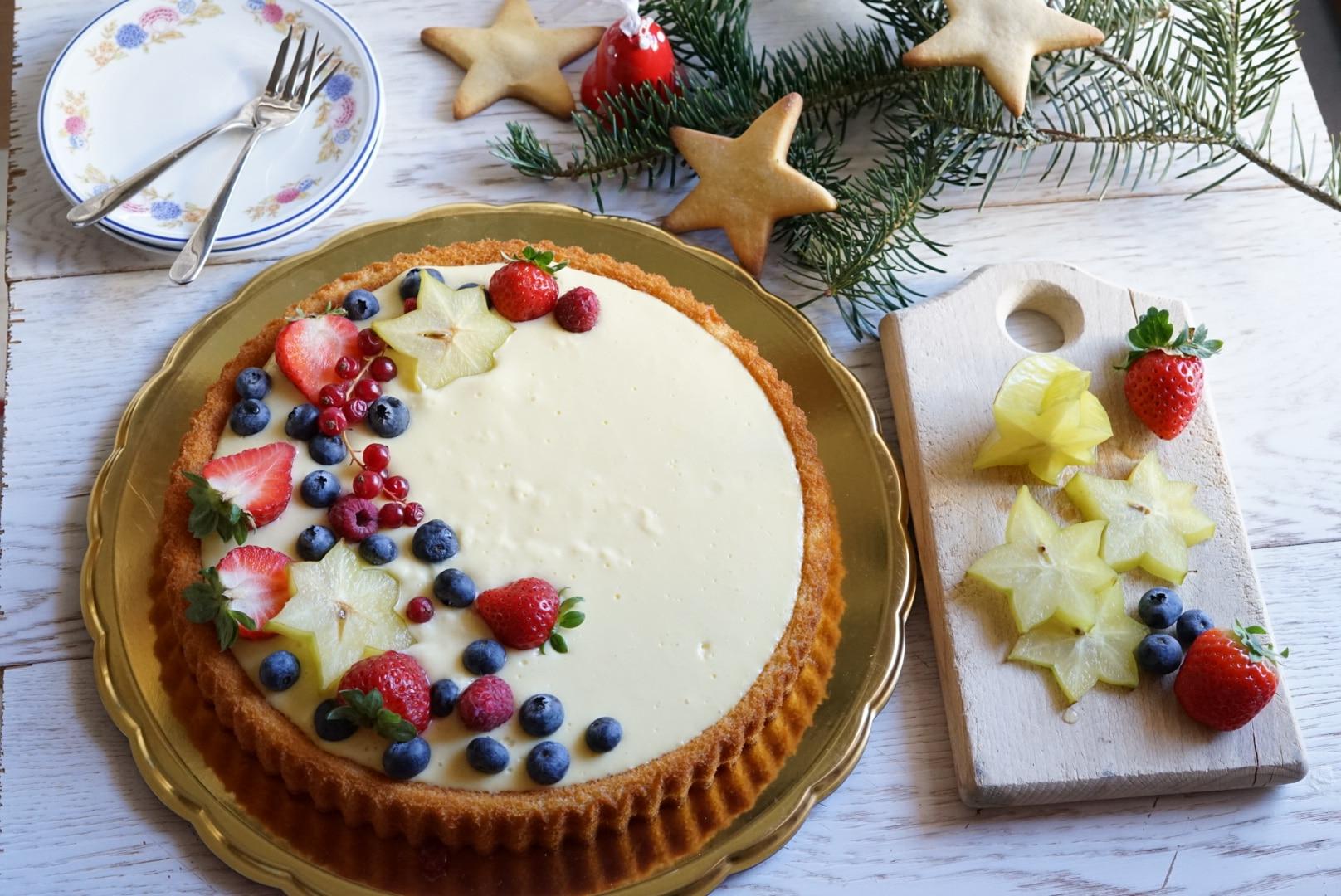 Torta soffice con crema al limone e frutti rossi