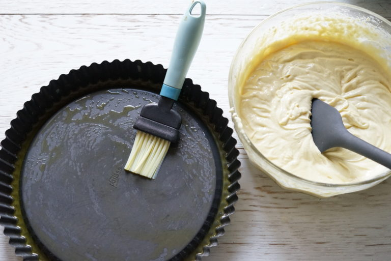 torta soffice con crema al limone e frutti rossi 5