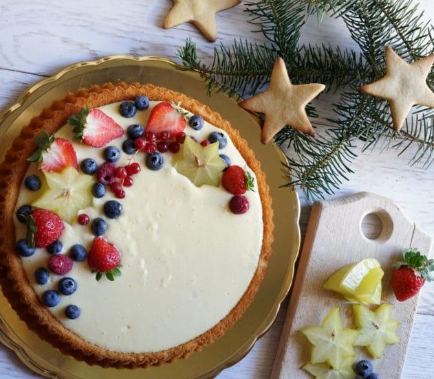 torta soffice con crema al limone e frutti rossi 7