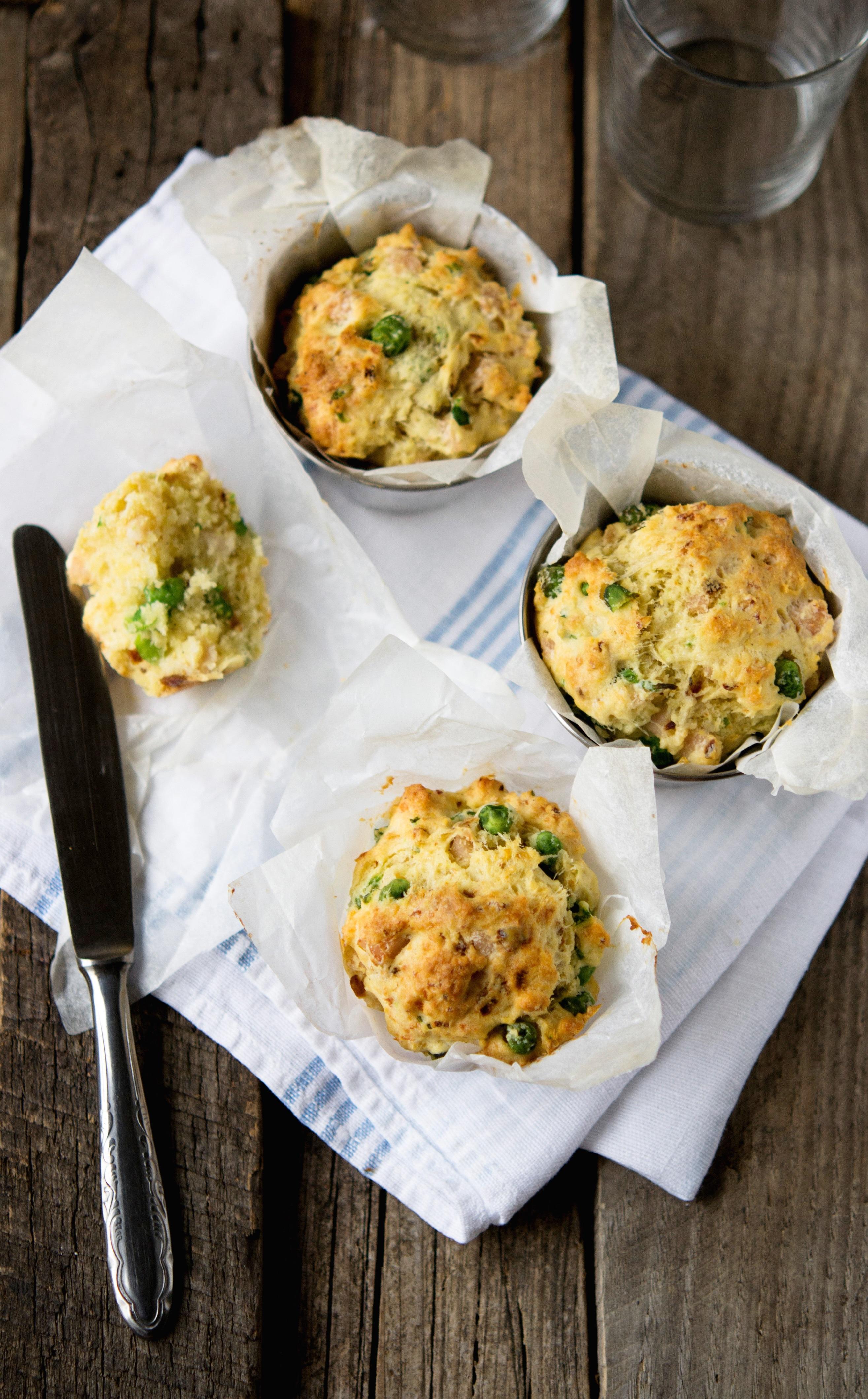 Mini muffin con piselli e pomodori secchi