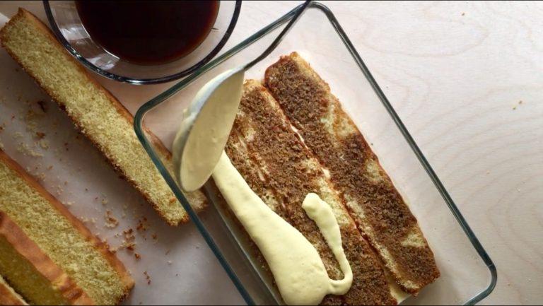 Bagnare con il caffè a cui avrete aggiunto il marsala e coprire con uno strato di crema. Ripetere l'operazione.
