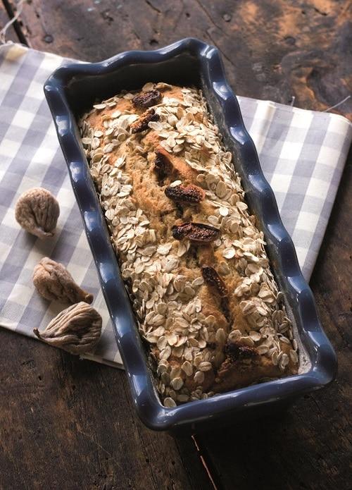 Plumcake con fichi secchi, vaniglia e fiocchi d'avena
