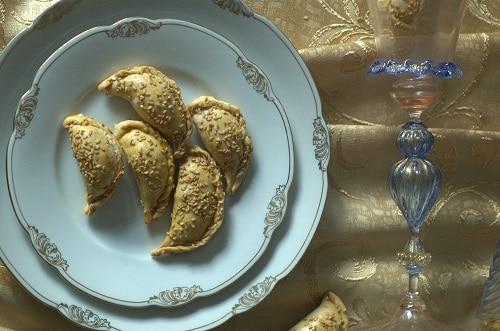 Burriche o ravioli dolci del Ghetto di Venezia con mele e cannella
