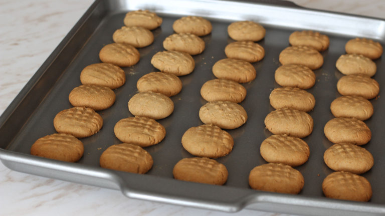 Infornate i biscotti e lasciateli cuocere per 15 minuti.