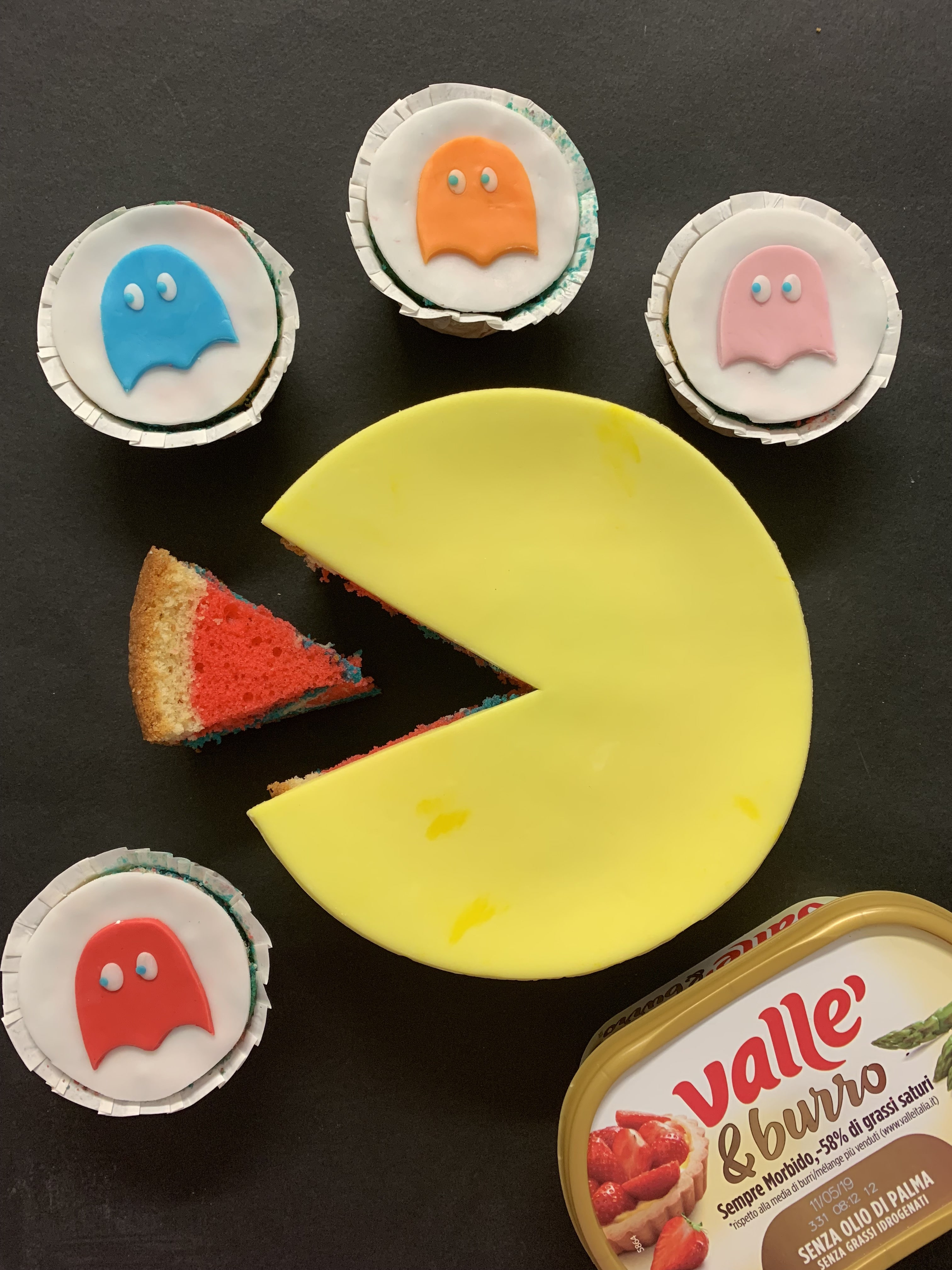 Torta Pac-man con Cupcakes Fantasmini