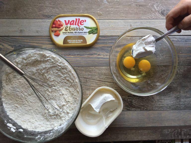 Unire tutti gli ingredienti in un'unica ciotola aggiungendo tanta acqua frizzante quanto serve per raggiun-gere una consistenza cremosa.