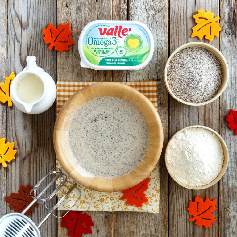 Aggiungere le farine e la bevanda all'avena gradualmente, lasciare riposare la pastella per almeno 30 minuti in frigorifero.