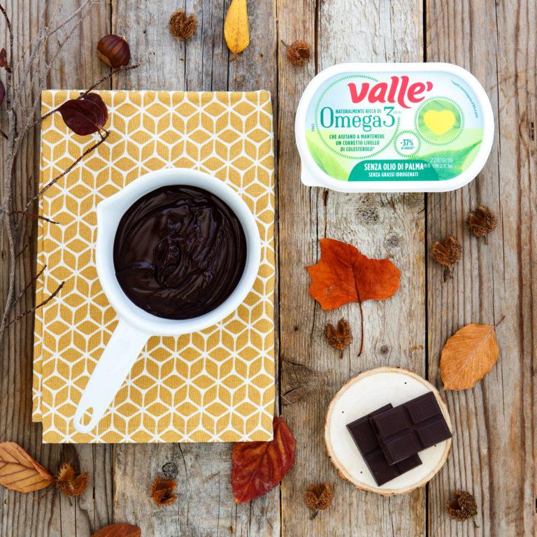 Sciogliere Vallé Omega3 con il cioccolato a bagno-maria.