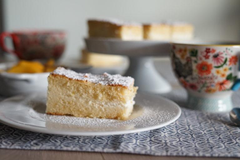 Tagliare le merendine secondo il proprio gusto e spolverizzare di zucchero a velo.
