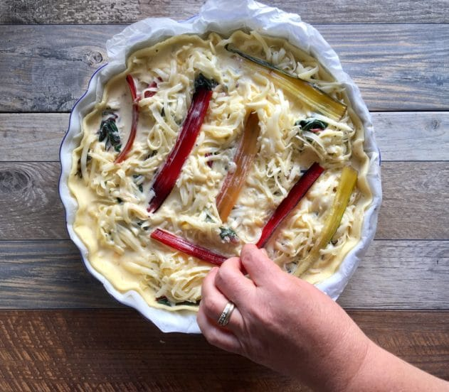 Torta salata con bietole rosse e salame 10