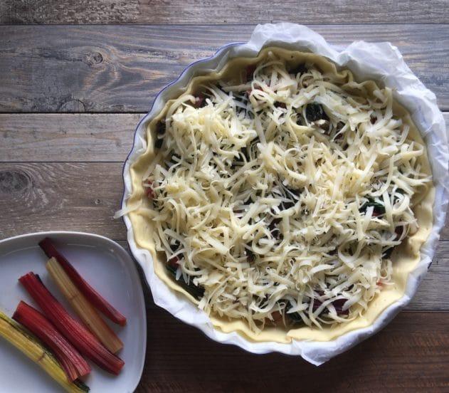 Torta salata con bietole rosse e salame 6