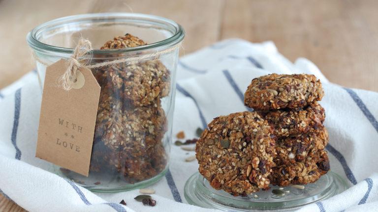 Infornate i cookies e lasciateli cuocere per 15 minuti. Sfornate, lasciate intiepidire quindi servite.